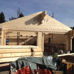 Garage en madrier en construction
